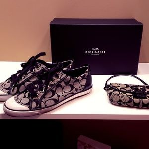 Coach signature Barret sneakers WITH wallet STEAL!